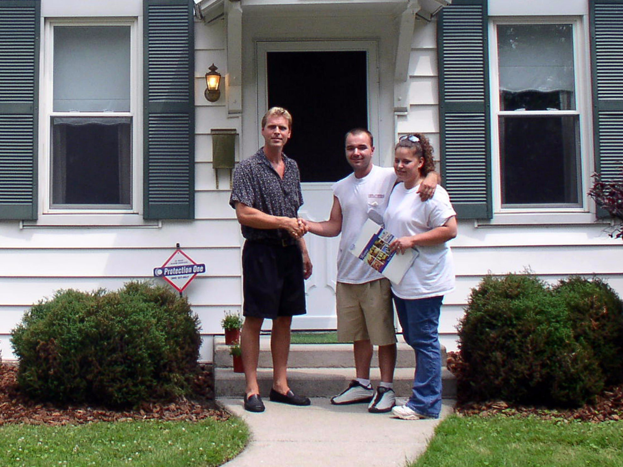 We buy houses from people in Fort Wayne in any area and price range.